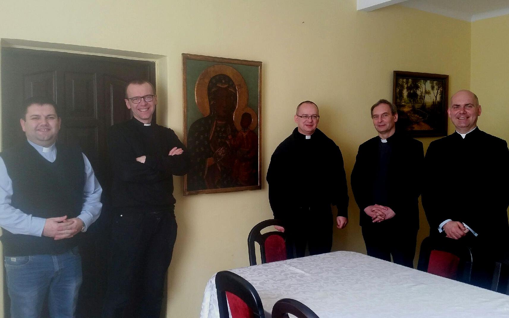Księża w Polsce będący członkami wspólnoty