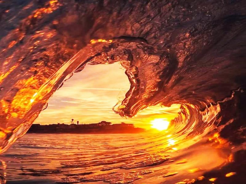frozen-wave-against-sunlight-1210273
